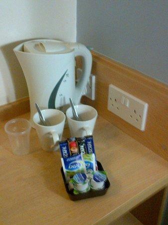 Travelodge Birmingham Central Broadway Plaza Hotel : tea and coffee