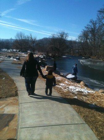 Econo Lodge Riverside: My family enjoyed the Riverside walk