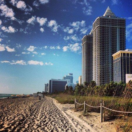Miami Beach Resort and Spa: Acesso a praia