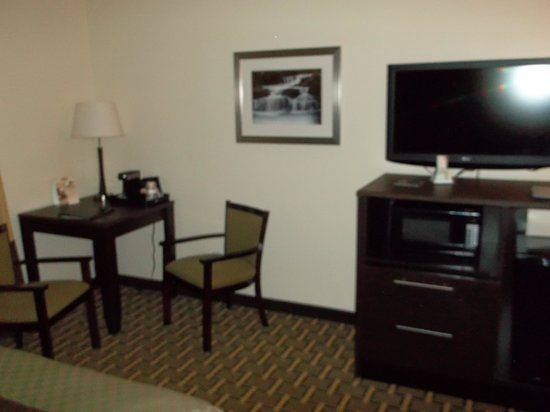Best Western Plus The Inn & Suites At The Falls: room