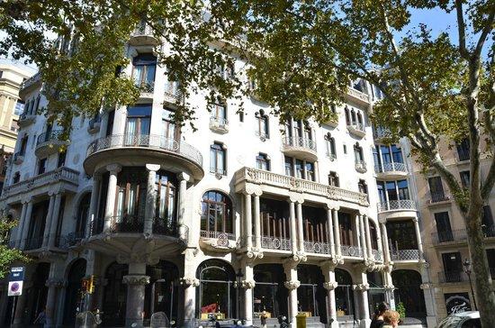 Gran de Gràcia : Primer atractivo modernnista: La Casa Fuster, hoy hotel de lujo