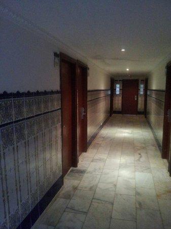 Hotel Costa Del Sol: Pasillo mirando hacia el ascensor