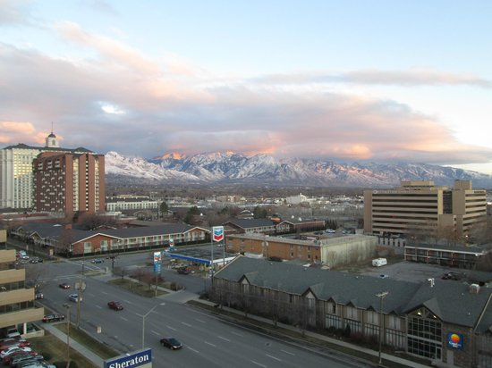 Sheraton Salt Lake City Hotel: View from 10th floor club lounge looking Southeast at sunset