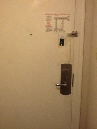 La Quinta Inn Tucson East : the disgusting front door
