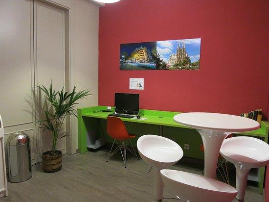 Hotel Ginebra: Public computer area
