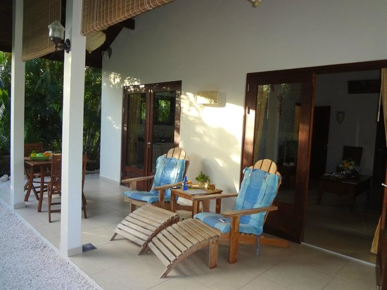 Villa L'Orangerie: de heerlijke porch voor het appartement