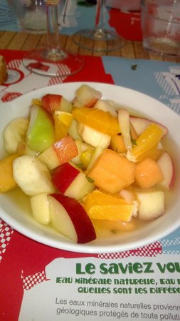 Bar restaurant du cours : salade de fruits frais