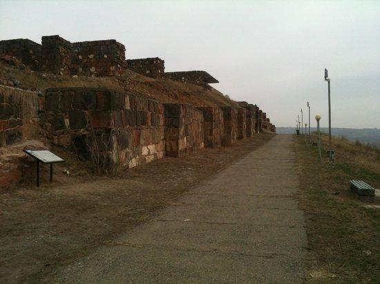 Erebuni Town-Fortress: Mura esterne