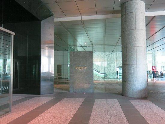 Conrad Tokyo: Street Entrance