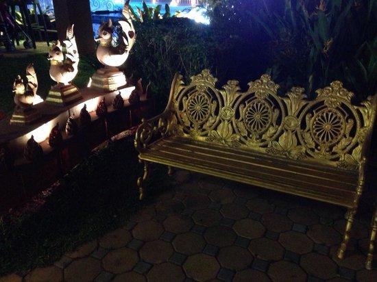Phuket FantaSea: Bench