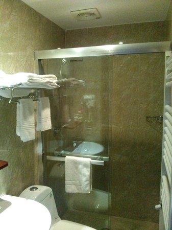 Hotel Rome Love: ванная