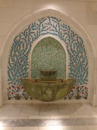 Mosquée Cheikh Zayed : Ornate drinking fountain