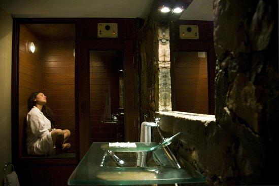Baño Con Ducha Escocesa: Adobe: Baño de la Habitacion Spa con Sauna privado y Ducha Escocesa
