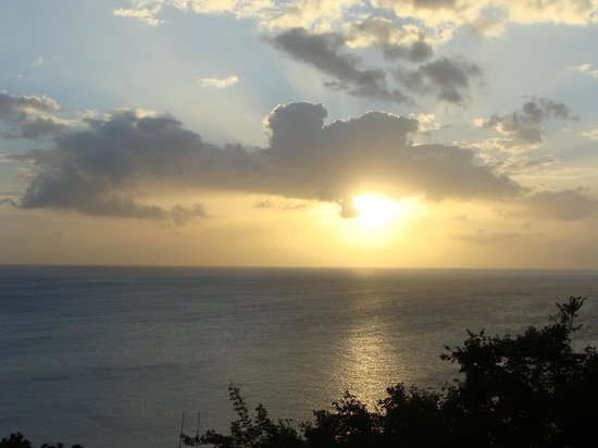 Mango Bay Cottages: Sunset in the Caribbean