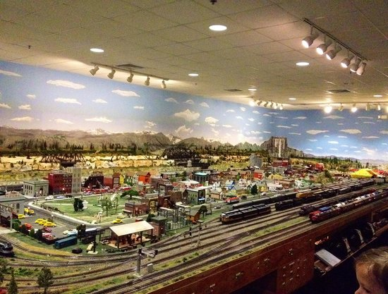 Foley Railroad Museum: So many detailed models