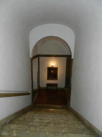 Hotel Columbus: Escalera