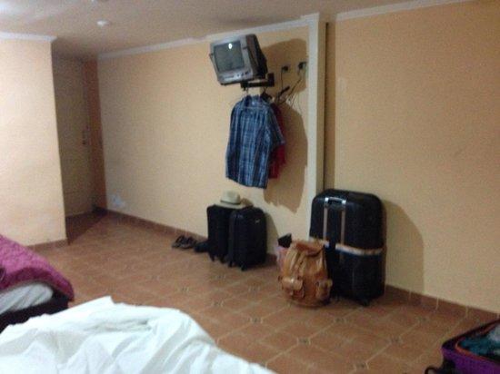 Express Inn Panama International Airport: Kleiderablage