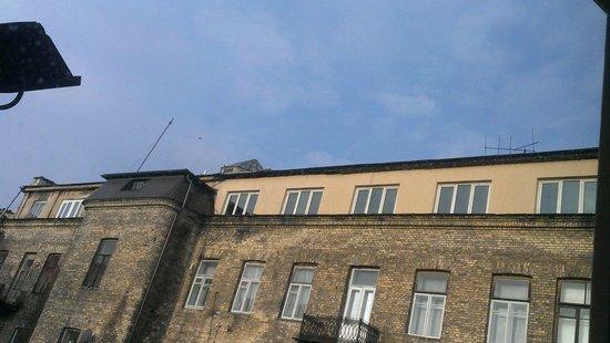 Alexa Old Town Hotel: Вид из окна во двор