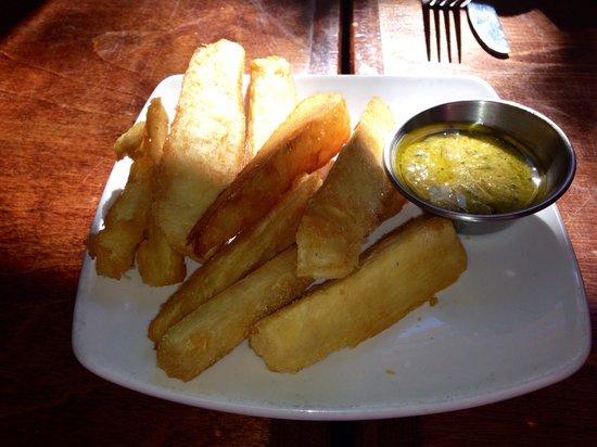 Cafe Verde: Yuca fries
