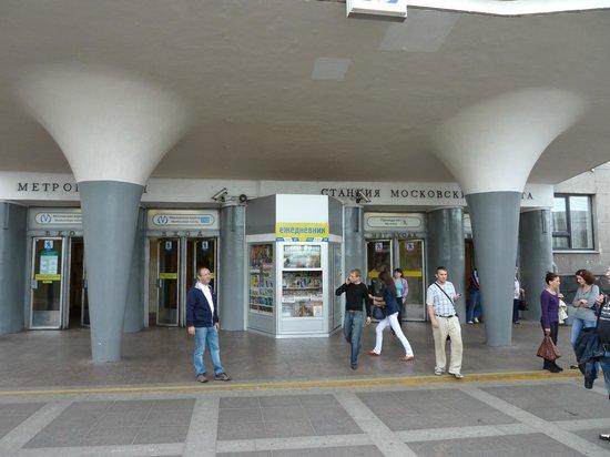 Holiday Inn St. Petersburg Moskovskie Vorota : Subway station next to hotel