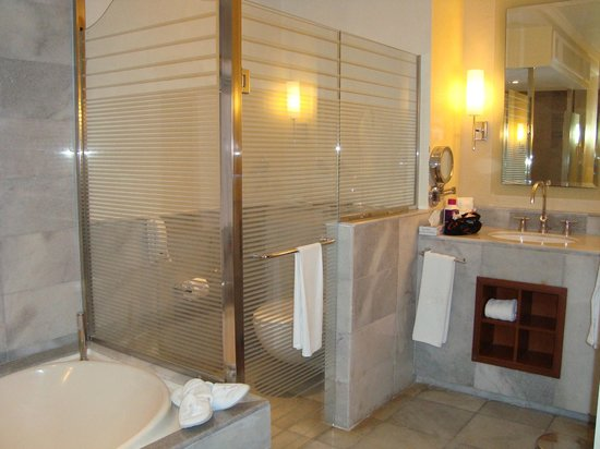Iberostar Grand Hotel Rose Hall: Bathroom