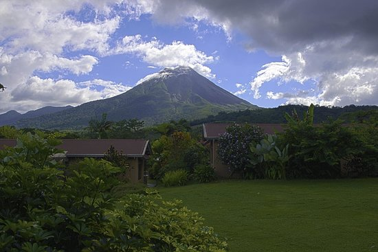 Arenal Springs Resort and Spa: Beautiful view of the volcano from the room