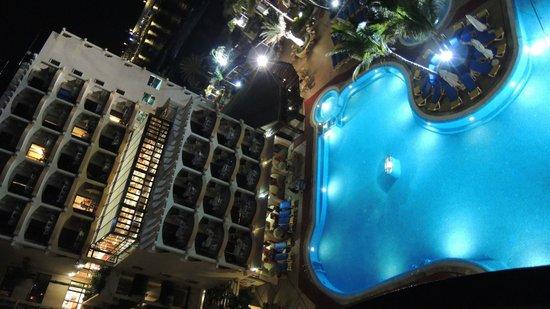 Hotel Dorado Beach & Spa: Blick am Abend vom Balkon