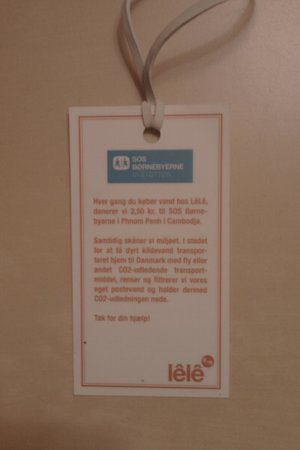 Lele : Etiket fra halsen af postevandsflasken