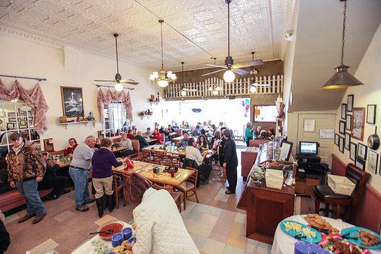 Casa de Luz: Inside of restaurant