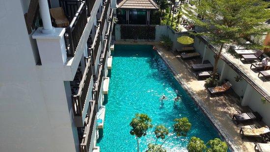 Buri Tara Resort: Pool from top