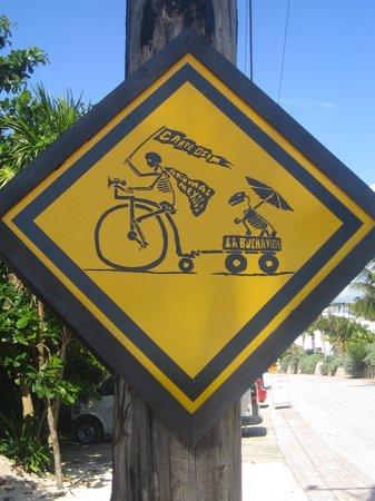La Buena Vida Restaurant : Local road sign