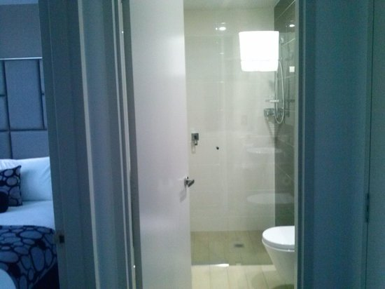 Meriton Suites North Ryde: bathroom
