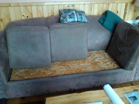 Cobbly Nob Rentals: Couch