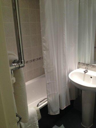 Mercure Edinburgh City - Princes Street Hotel: Banheira