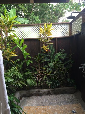 Fond Doux Plantation & Resort : Outdoor Shower in Hilltop Mango