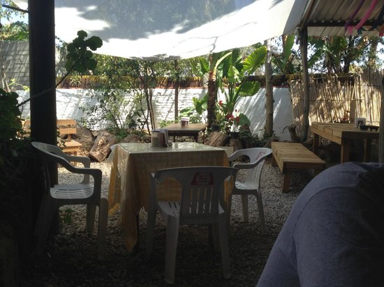 Itanoni : Garden seating