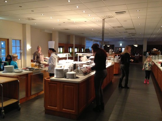 Quality Hotel Sarpsborg: Breakfast with waffles and egg station