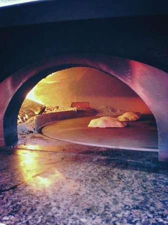 Biancorosso Pizza: Our rotating wood oven!