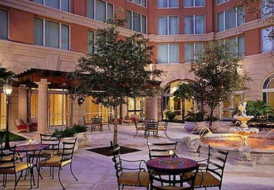 Renaissance Tampa International Plaza Hotel : Inner Court Yard