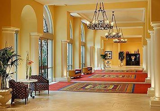 Renaissance Tampa International Plaza Hotel: Walkway to Banquet Area