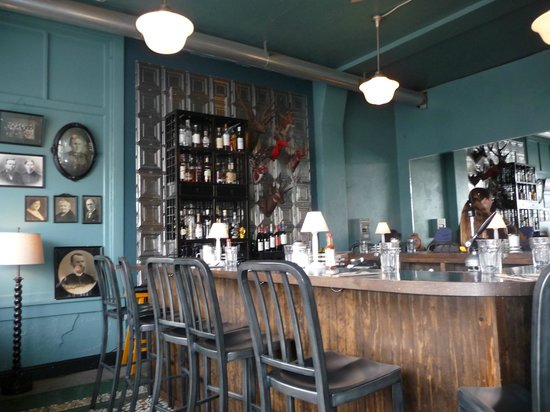 Astoria Coffeehouse: The bar