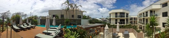 Bayview Beachfront Apartments: Picture of the pool, BBQ, entrance area