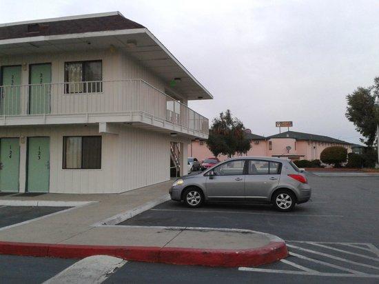 Motel 6 Salinas South - Monterey Area: Vista externa habitaciones