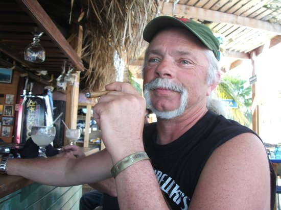 Captain Tony's Restaurant Bar: Too many Happy Hours??