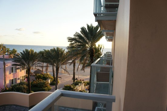 Hollywood Beach Marriott : Oh, there's the ocean.  I see it.