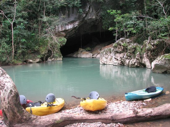 Maya Guide Adventures: Kayaks at the lunch stop