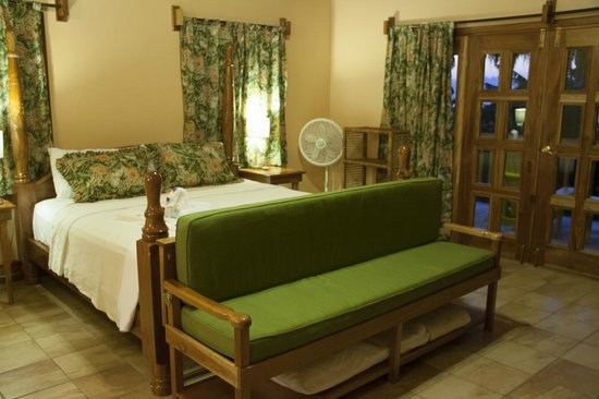 The SPA Retreat Boutique Hotel : Our rooftop room with king sized bed