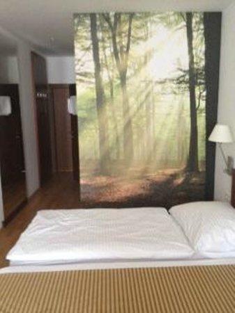 Benediktushaus Guest House : chambre 942