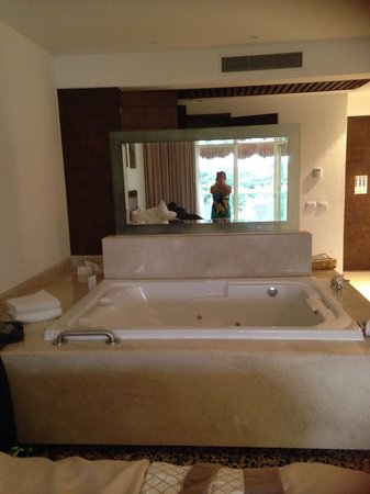 Isla Mujeres Palace : In room Jacuzzi - loved!!