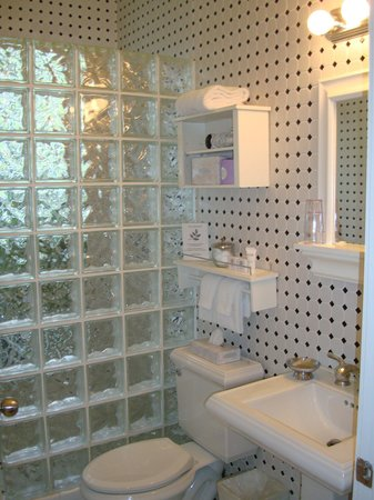 Pineapple Point Guest House and Resort: Bathroom